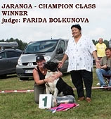 Jaranga Akmenu Gele and judge Farida Bolkunova (Turkmenistan)